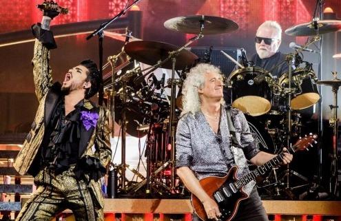 Queen heading for first UK Number 1 album in 25 years with Adam Lambert